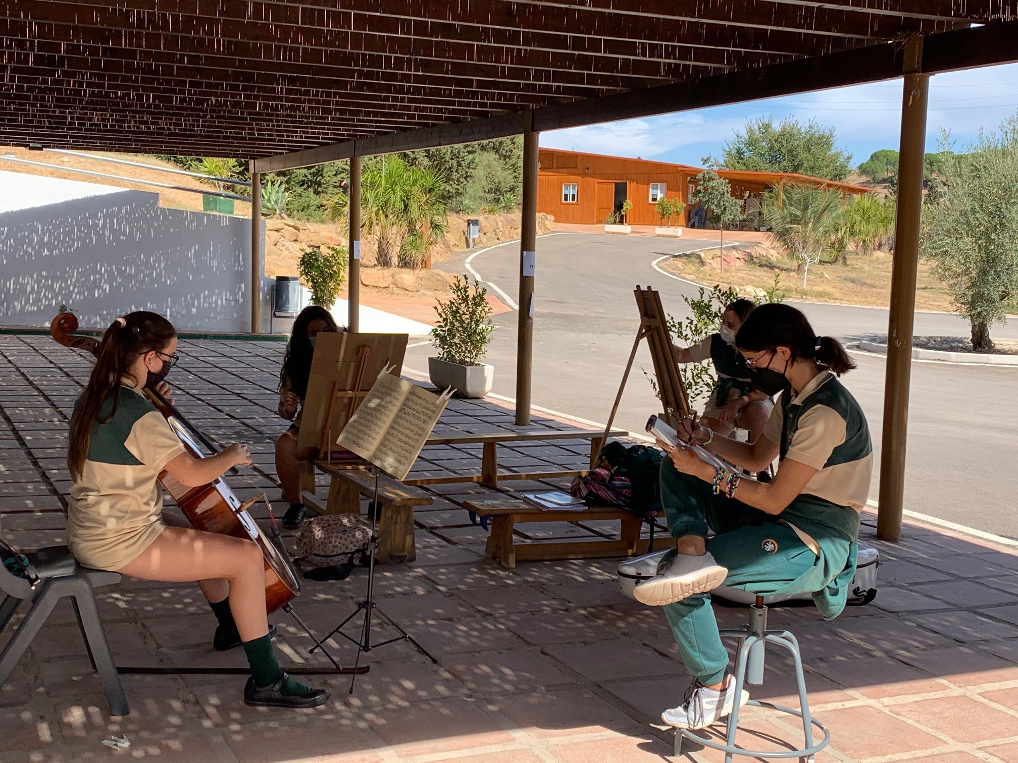 Life drawing outside with classical accompaniment